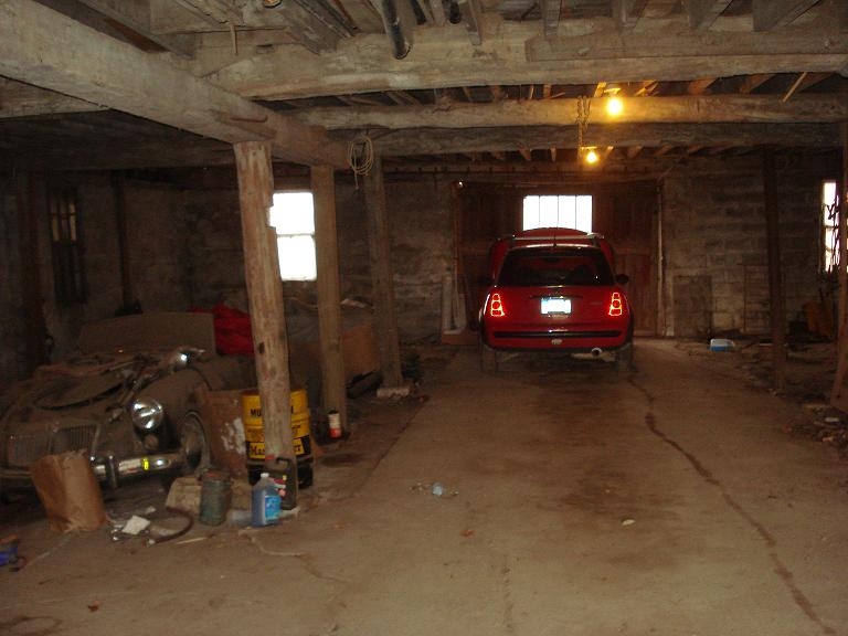 MG barn garage